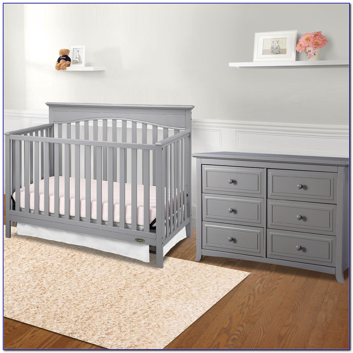 Baby Crib With Matching Dresser