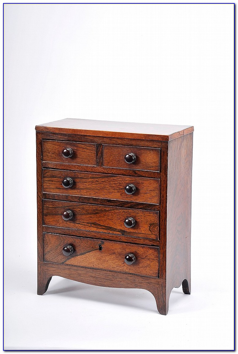 Dresser With Lots Of Drawers