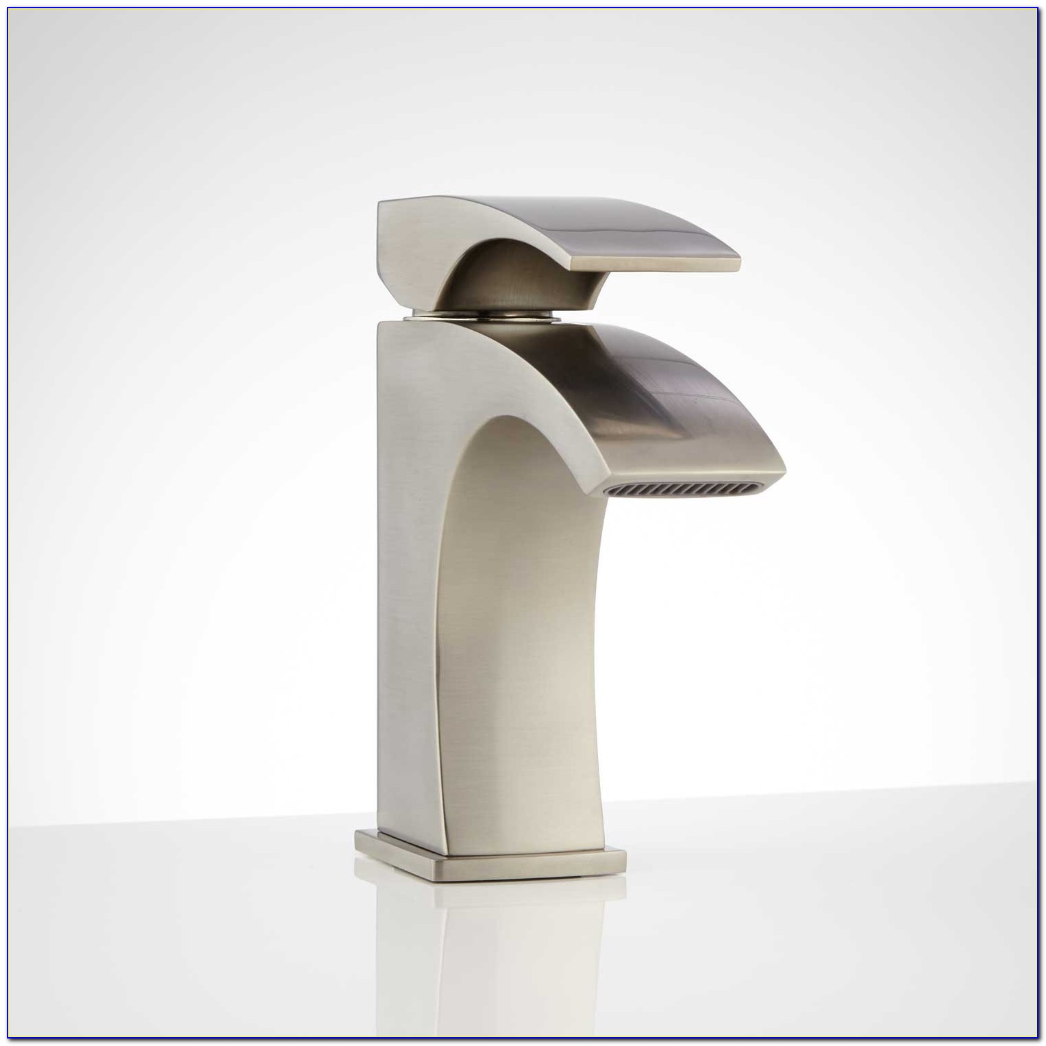 Single Hole Lavatory Faucet Brushed Nickel