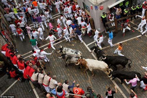 Lạ kỳ lễ hội bò tót rượt người ở Tây Ban Nha - 15