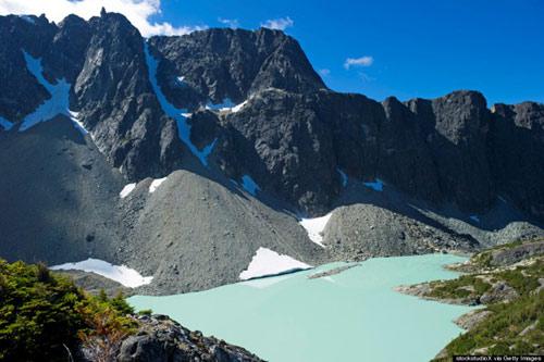 Hồ núi lửa đẹp như tiên cảnh ở Canada - 5