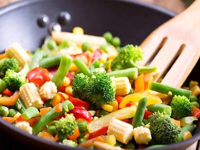 Xào đồ ăn thập cẩm có thể gây hại cho sức khỏe