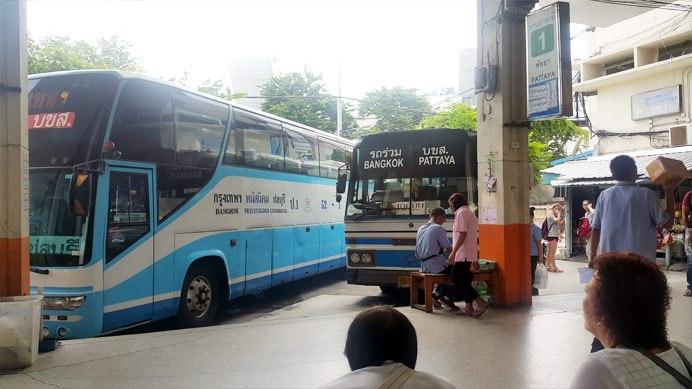 Cái xe xấu xấu bên phải kia đi Pattaya kìa