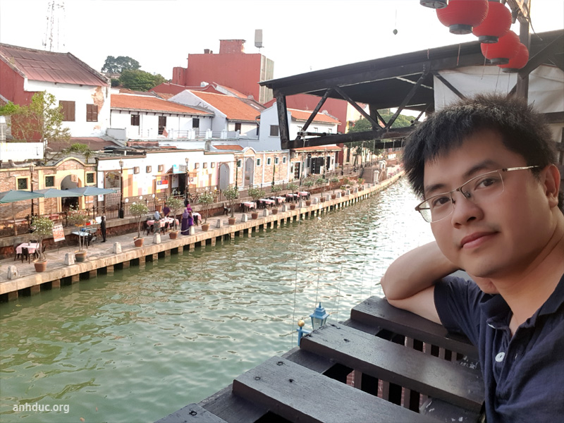 View từ ban công hotel River Song Residencexuống dòng sông