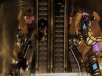 Rolltreppen im Stil des antiken Ägyptens: So sieht es aus, wenn man runterschaut.