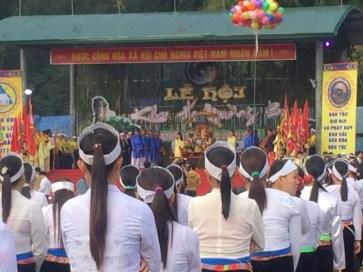 Lễ hội Khai hạ Mường Bi, hay còn gọi là Lễ hội xuống đồng,...