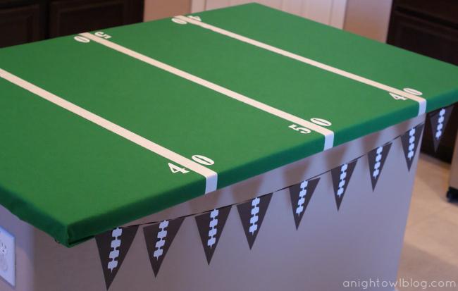 Easy Football Field Party Table by { anightowlblog.com }
