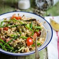 Insalata di fregola sarda con asparagi, pomodorini e cucunci fritti