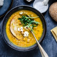 Ancora una zuppa ....di carota e zucca piccante con ceci croccanti e ricotta
