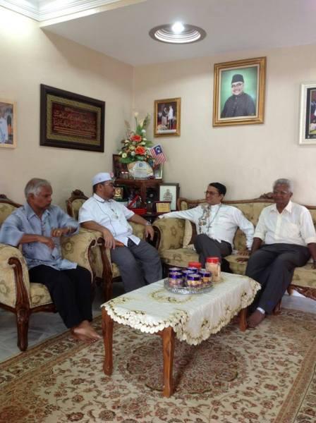 Bishop Sebastian visits Mujahid Yusof Rawa