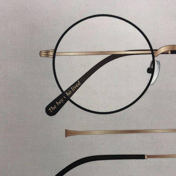 Modelo de armação para óculos de grau. Descrição abaixo.