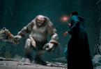 Imagem do jogo que mostra um bruxo em uma batalha contra um trasgo.
