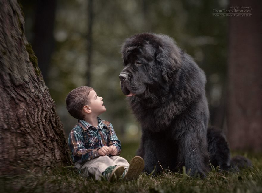 11-heart-melting-pics-of-kids-and-their-huge-pets