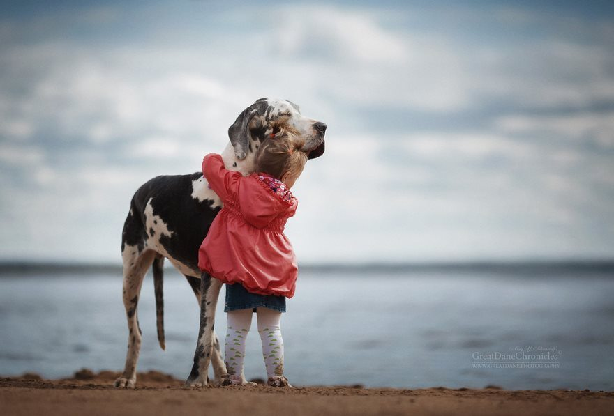 4-heart-melting-pics-of-kids-and-their-huge-pets