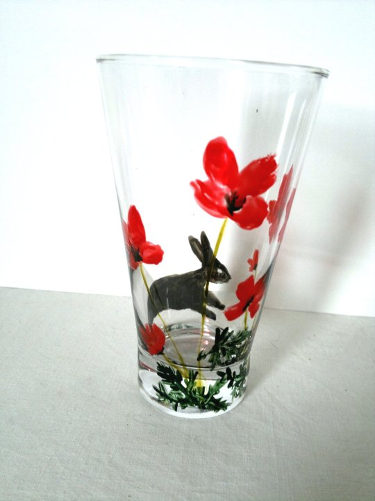 Poppy Hare glass painting on a glass tumbler
