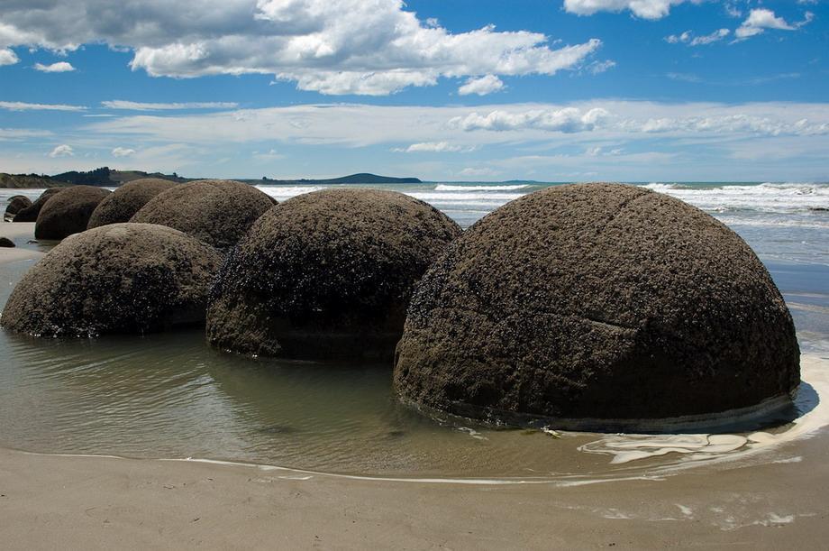 Валуны Моераки (Moeraki  Boulders) в Новой <br />Зеландии