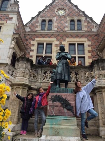 Nos participants devant l'Hôtel GROSLOT