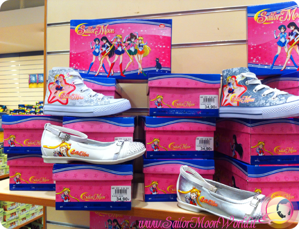 Sailor Moon shoes in the more 'traditional' style. Via: Sailor Moon World