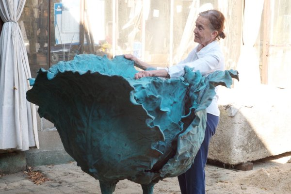 Claude Lalanne, Whimsical French Sculptor, Is Dead at 93