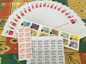 """Merci les amies d'avoir répondu """"présent"""" lors de notre appel aux dons de timbres 💕"""