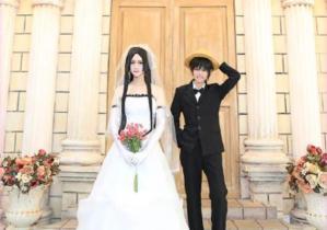 海賊王同人COS:女帝夢想成真,嫁給路飛成為人生贏家。