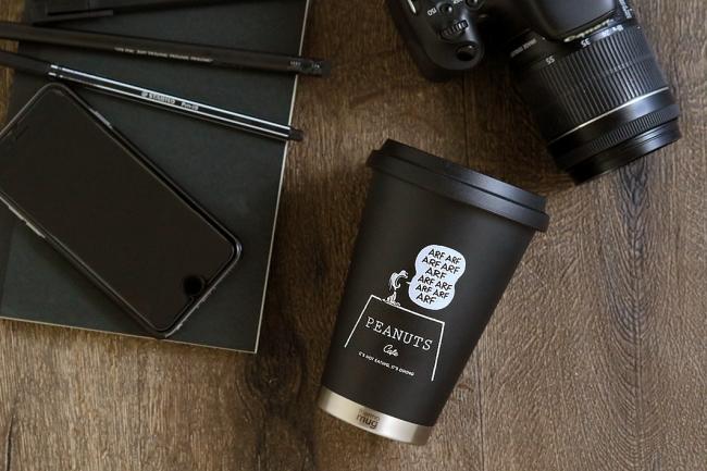 スヌーピーのアートがデザインされたオンラインショップ限定タンブラー。「PEANUTS Cafe×thermo mug」コラボタンブラーが12/17(月)に新登場!