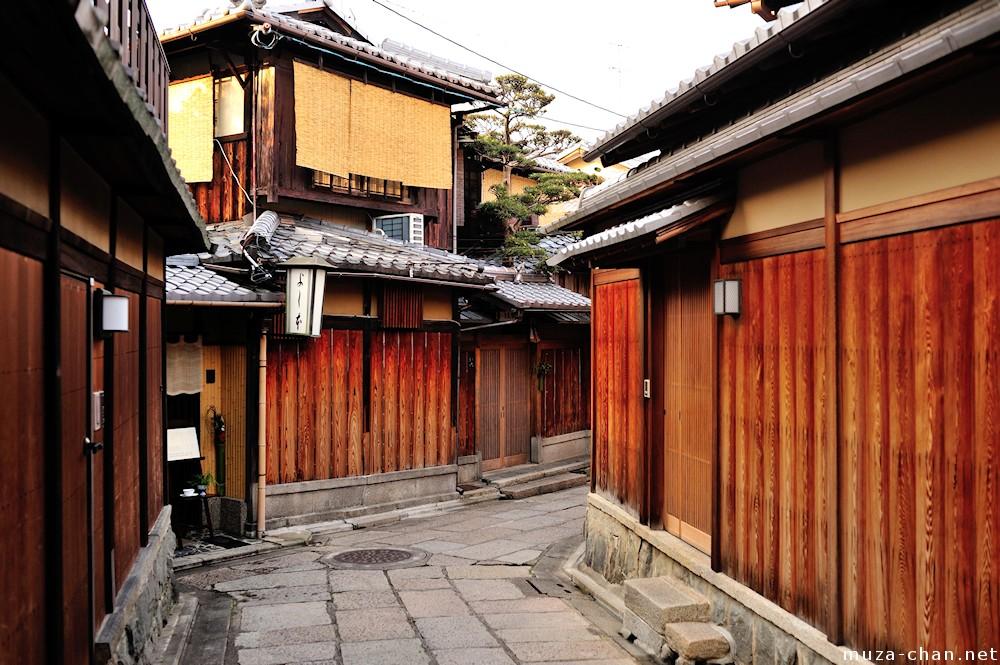 Den smalle Ishibei-koji gade i Kyoto