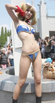 comiket-80-day-1-hot-cosplay-032