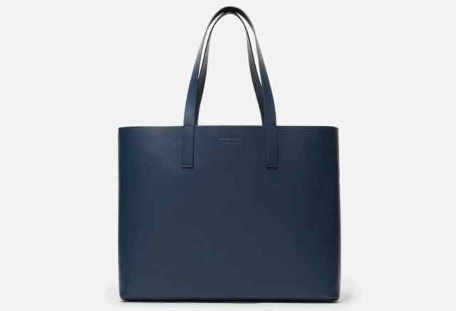 Christmas Gifts For Women 2019: Everlane Day Market Tote Bag in Navy Blue 2020