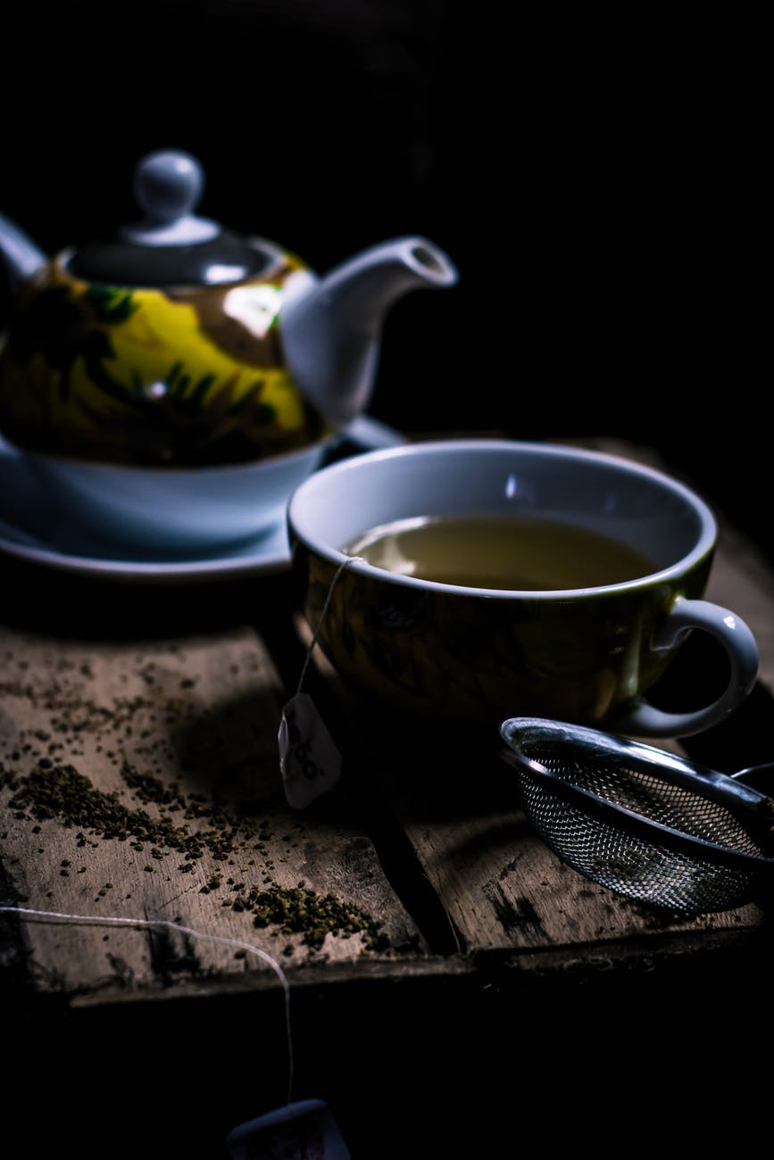 grey and yellow tea set