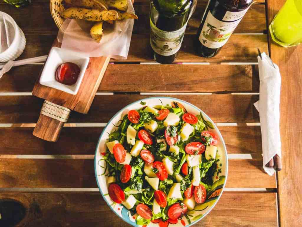 healthy vegetable salad with cherry tomatoes and mix leaves
