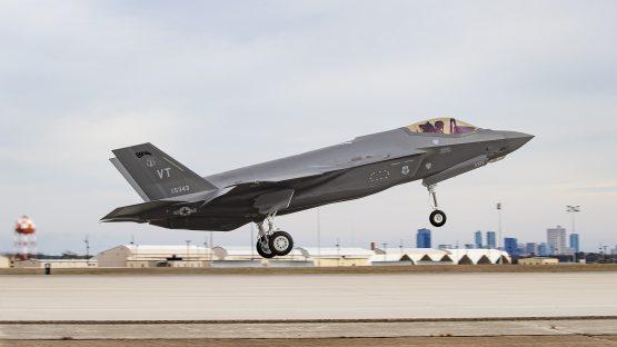 АҚШ 100дан ошиқ «F-35» самолётининг Японияга сотилишини маъқуллади