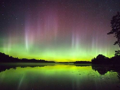 Aurora_Lake_3.jpg