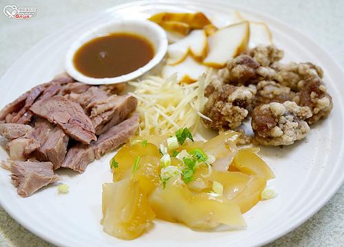 宜蘭美食小吃.四海居,炒麵雞肉很不錯(北館市場)