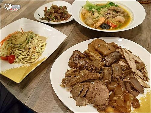 渥寶吉正宗四川滷味冒菜,滷味又麻又辣,涼麵好吃!