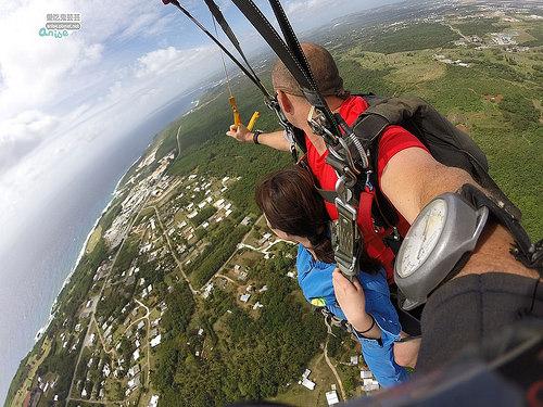 關島.高空跳傘SKYDIVE,1萬4千英呎超刺激! @愛吃鬼芸芸