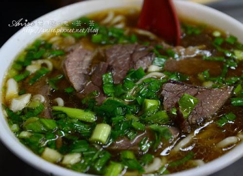 劉山東小吃店,紅燒牛肉泡餅比清燉牛肉麵更吸引我! @愛吃鬼芸芸