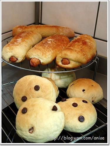 【食譜】帕美森德國香腸起司麵包+ 巧克力麵包 ( 中種法 ) @愛吃鬼芸芸