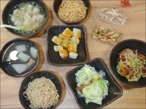 今日熱門文章:台北美味小吃.老蘿蔔麵食館,抄手根本是水餃吧,大得好嚇人 XD