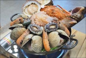 今日熱門文章:首爾生猛濟州島海鮮痛風鍋100 년의 꿈 제주해물탕,活跳跳章魚+鮑魚+扇貝1人只要$822元!