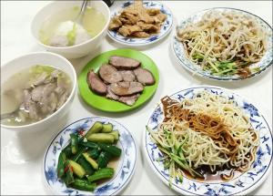 今日熱門文章:戴記福建涼麵,民生社區裡無招牌隱藏版人氣店,肉骨湯是亮點!