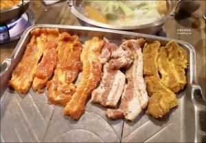 今日熱門文章:玖佰號烤豬五花、火鍋,兩百元就能吃平價版七色五花豬烤肉,萬華區美食(姊姊食記)