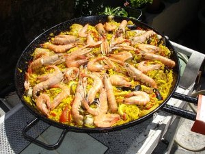 A pan of Seafood Paella