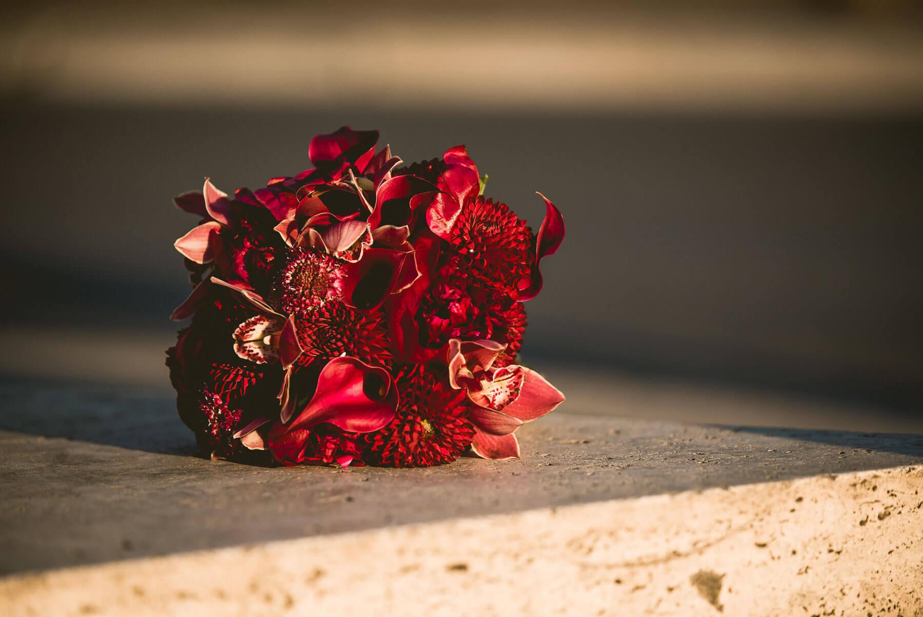 bouquet da sposa con orchidee rosse
