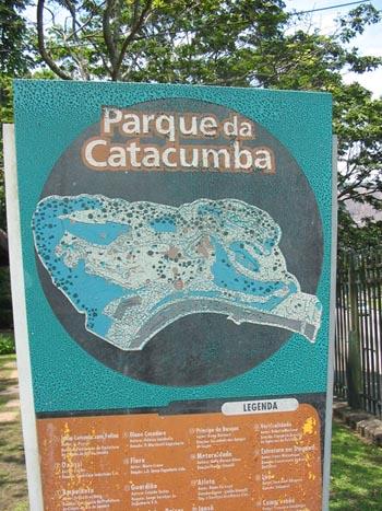 O local das gravações, Parque da Catacumba, no Rio, em uma encosta de pedra no fundo da Lagoa Rodrigo de Freitas