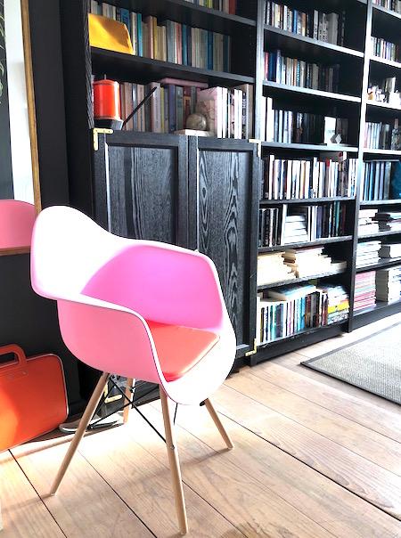 werkkamer roze stoel