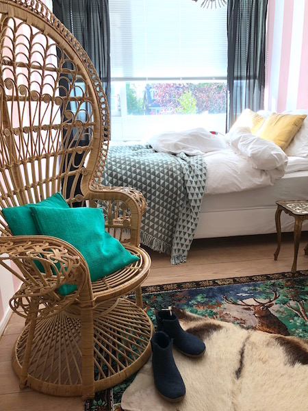 peacock chair 2