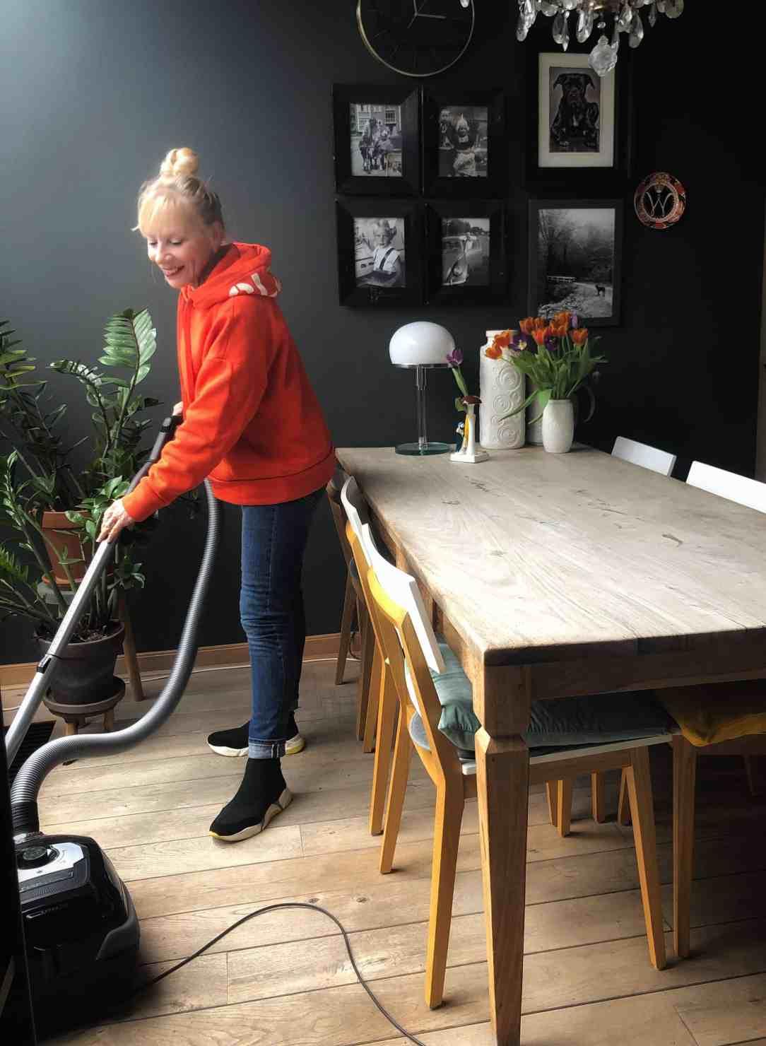 opgeruimd huis-stofzuiger