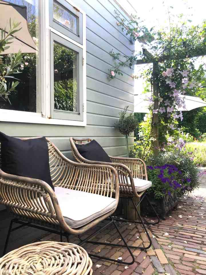 Genieten van mijn tuin-loungeplek