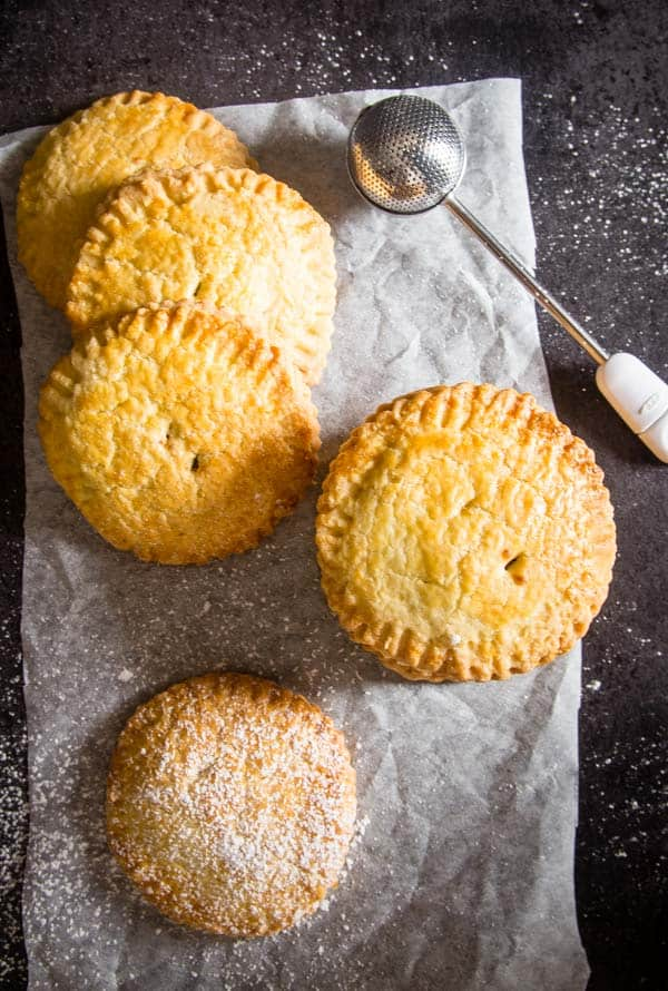 Italian Hazelnut Cream Hand Pies, a traditional Italian Pastry, stuffed with a creamy filling that makes them a delicious Snack or Dessert.